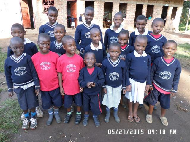 kisoro_may_2015_group blue in front of the school